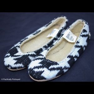 Muk Luks Shoes - Black and white houndstooth flats size 6